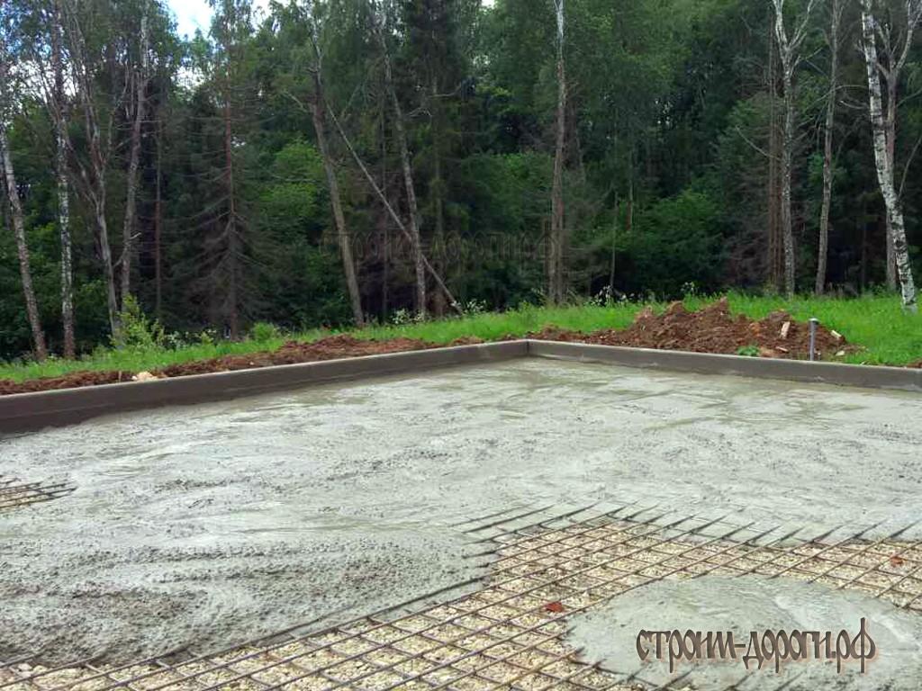 Заливка бетоном места стоянки транспорта