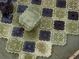 Устройство покрытия тротуарной плитки с материалом